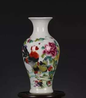 Vase with rooster logo