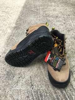 全新安全鞋 100% new safety shoes