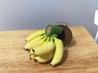 Dollhouse Miniature : A bunch of banana