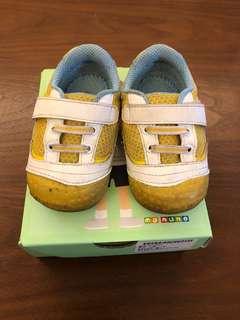 麗嬰房 黃色童鞋