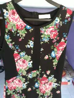 Flowery black casual dress