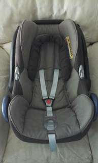 Maxi Cosi Carseat Brown
