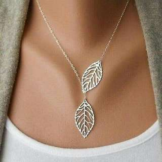 HOLLOW LEAF NECKLACE