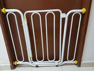 Baby gate guard