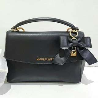Michael Kors Ava Small sz 25x20