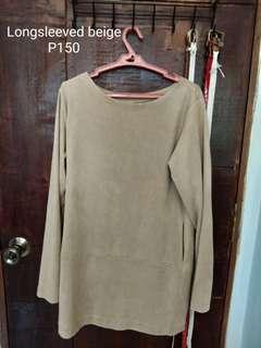 Longsleeved beige dress