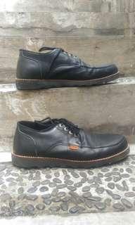 Sepatu dr faris size 40