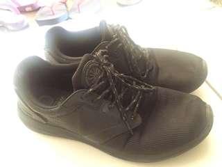#mausupreme sepatu pull&bear size 42