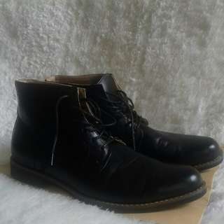 BATA. Semi formal boots.