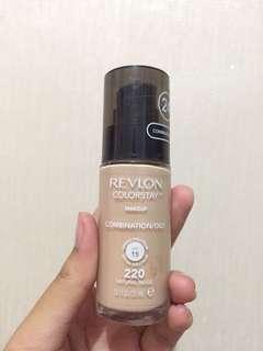Revlon Color Stay (220 Natural Beige)