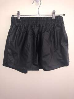 Women's faux leather shorts