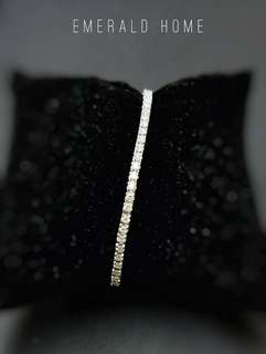 自家緬甸玉石珠寶完美追求者之選 。 價格: $23,000HKD 鑽石: 1.85ct 63pcs 鑲嵌: 18k 6.542g 尺寸: 6.5吋