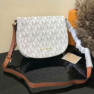 New Arrival 😍😍 Authentic quality   Inclusions: 📌️ paperbag  📌️ dustbag  📌️ card   🌻3,300.00+sf