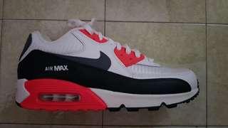 Brand New Nike Air Max 90 Essential