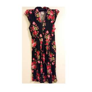 Black and red flowery dress - size M