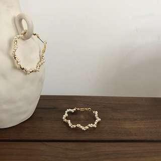 🚚 《早衣服》5月愛❤️冷淡風仙女氣質誇張珍珠繞圈金屬大圓圈造型耳環耳針(預)