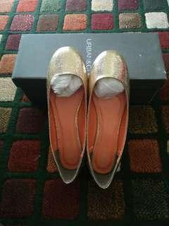 Wina Gold Flat Shoes