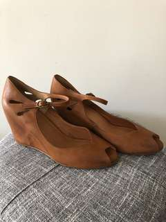 Wittner tan leather wedges