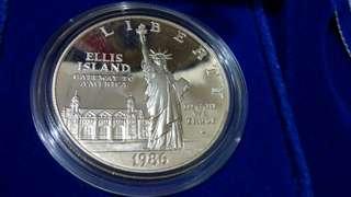 1986美國精製紀念銀幣一盒有證書