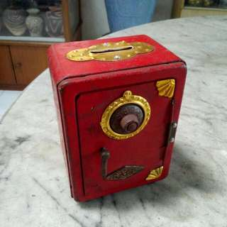 Red Safe Tin Coinbox Vintage