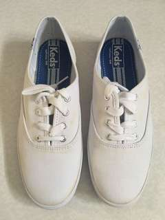 Size 6 auth. Keds