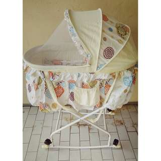 Bumble Bee Bassinet