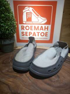 Sepatu slipon