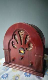 PRICE REDUCED!! NEW! Vintage-look FM/ AM Radio, Real wood cabinet