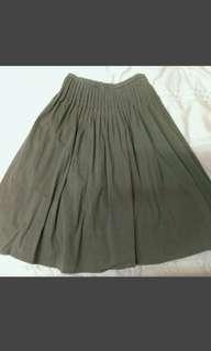 🚚 墨綠打摺傘裙
