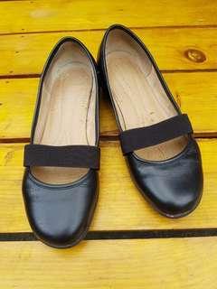Size 8 Black Naturalizer