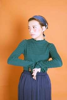 含郵 綠色立體織紋針織上衣