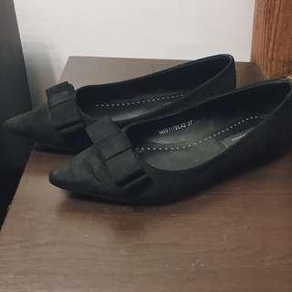 Primadonna Pointy Flats (Black/Suede)