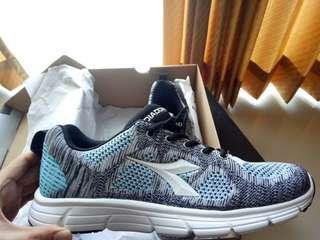 Sepatu diadora uk 42