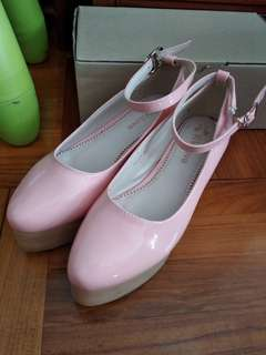 粉紅色吊頸帶厚底鞋