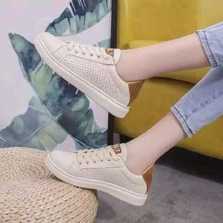 Korean shoes 💰430  Sizes:👇👇 👉White: 35,36,37,38,39 👉Brown: 36,37,38,39,40 👉Standard size 👉Mabilis maubos *k.a