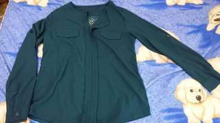 深綠色襯衫