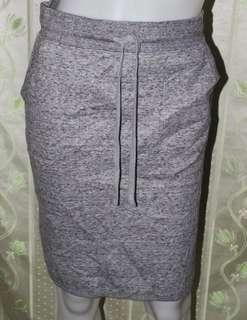uniqlo grey knee length skirt
