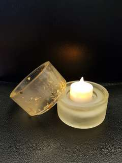 Candle holder with free artifical tea light candle
