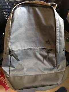 Adidas 灰色背包