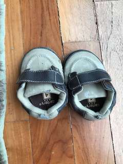 Carters size 4 brown baby shoe