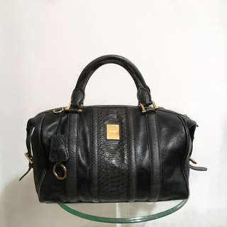 Geiger black handbag