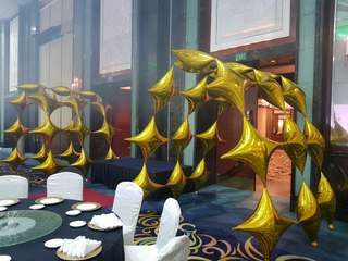 Balloon arch walkway for events
