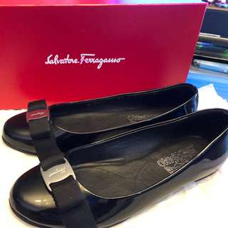 Salvatore-Ferragamo Flat Shoes 黑色漆皮平底鞋 size 7