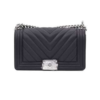 (NEW) CHANEL A67086 BOY CHEVRON CAVIAR MEDIUM SHOULDER BAG SHW 全新 手袋 黑色