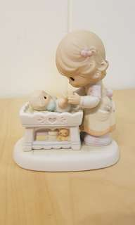 Precious Moments Figurine - Count your Blessings