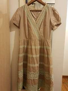 Dress coklat muda kombinasi renda