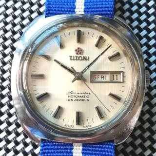 Titoni Airmaster 梅花嘜古董錶,60年代,原裝面無番寫,星期日曆,25石自動機芯,已抹油,行走精神,古典九宮格塑膠上蓋,佩全新Nato帶,鮑魚錶殼,直徑38mm不連霸的,淨錶$2200,有意請pm