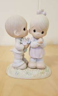 Precious Moments Figurine - Love us from Above4