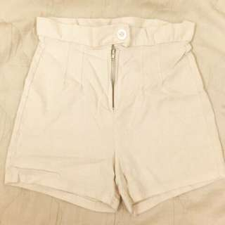 休閒白色短褲