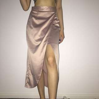 BNWT Valleygirl Satin Dusky Pink Skirt with Thigh Slit and Insert